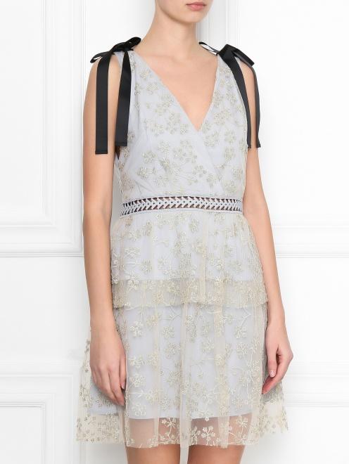 Платье-мини с узором и декоративными бантами - МодельВерхНиз