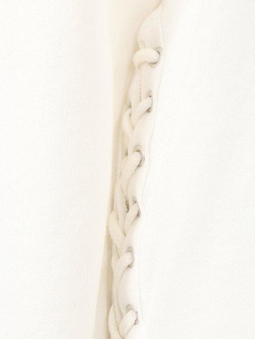 Свитшот из хлопка с отделкой кружевом и шнуровкой - Деталь