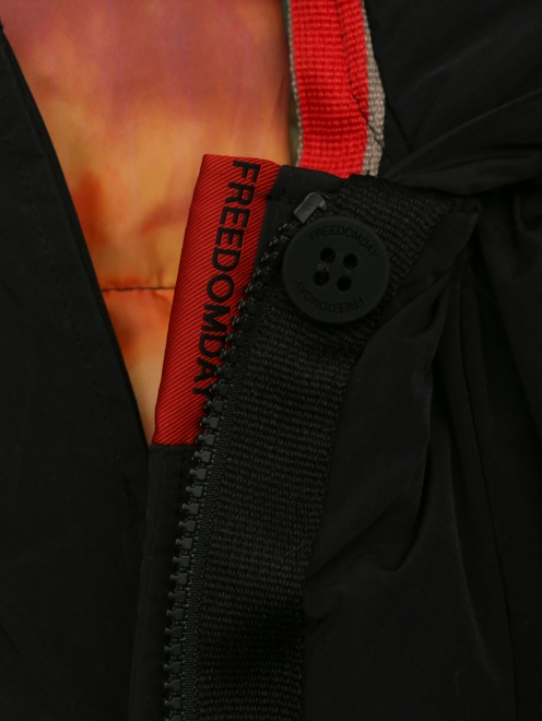 Пуховик с капюшоном с натуральным мехом  - Деталь