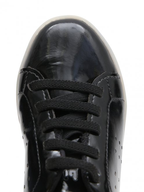 Кеды из лаковой кожи на шнурках - Обтравка3
