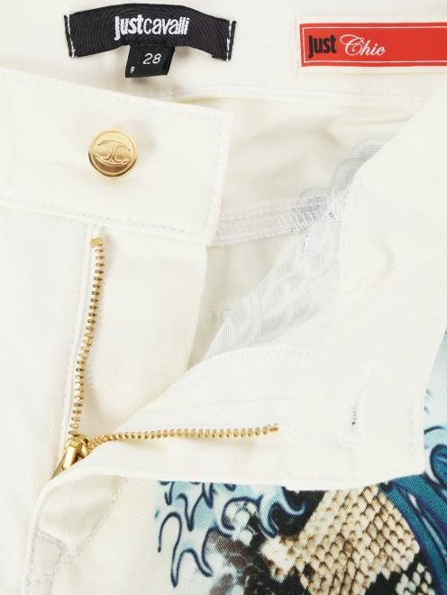 Узкие брюки из хлопка с принтом - Деталь1