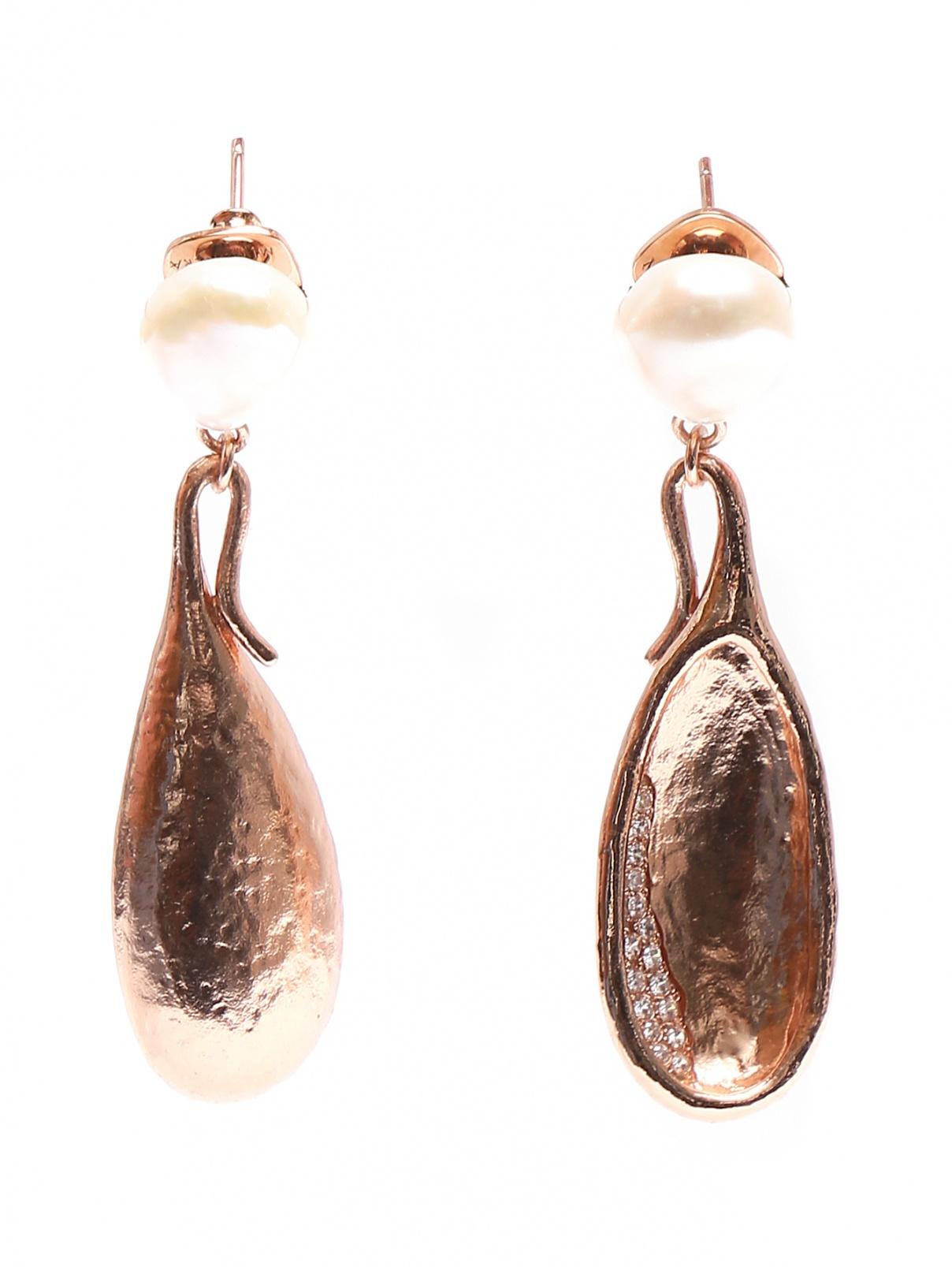 Серьги из серебра с жемчугом, декорированные цирконием MI MANERA  –  Общий вид